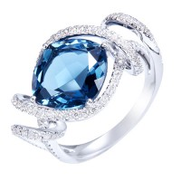 Sortija. Oro blanco 18K Diamantes: 0.53cts, talla brillante. Topacio London blue